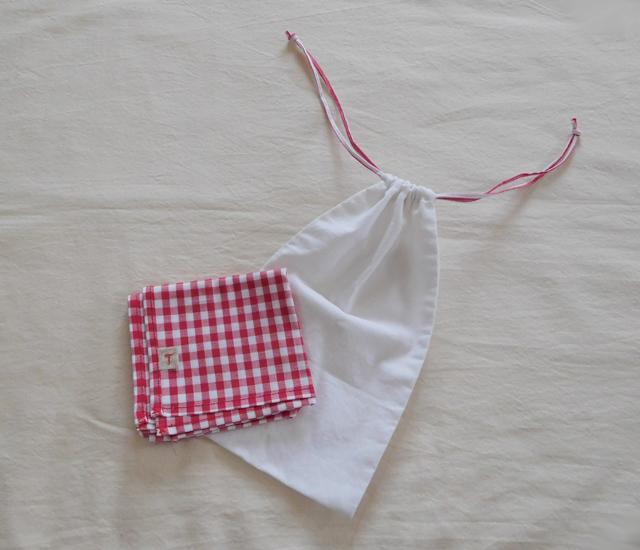 ハンカチと巾着袋