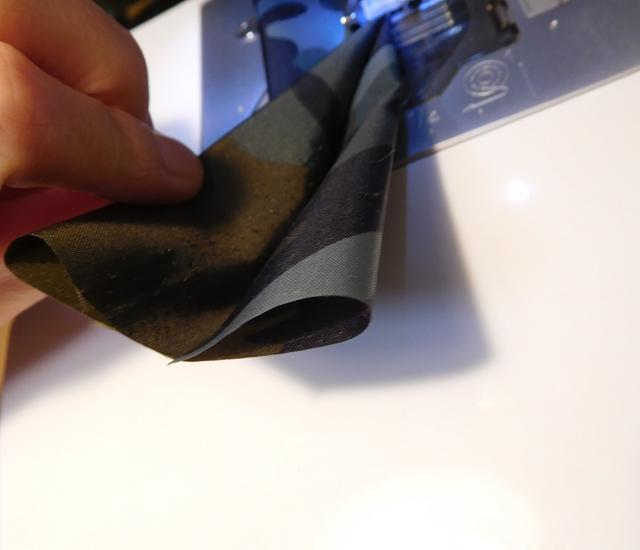 ナイロン生地を縫う