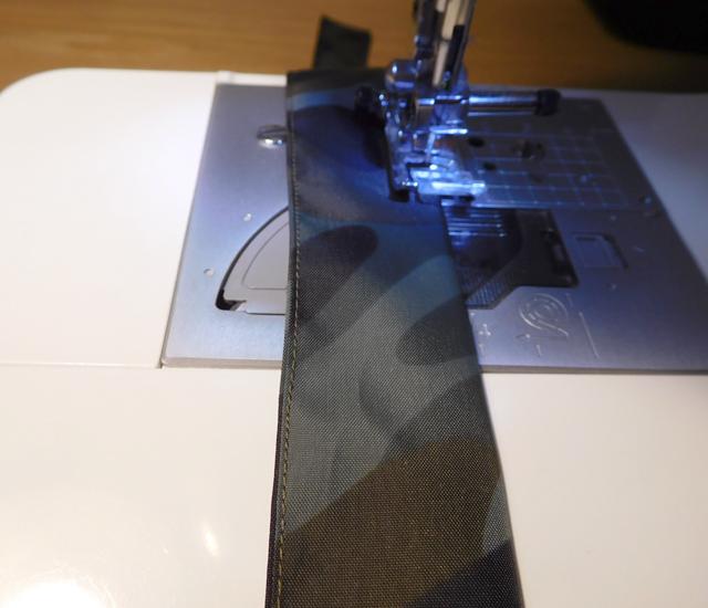 折り返し 紐を縫う