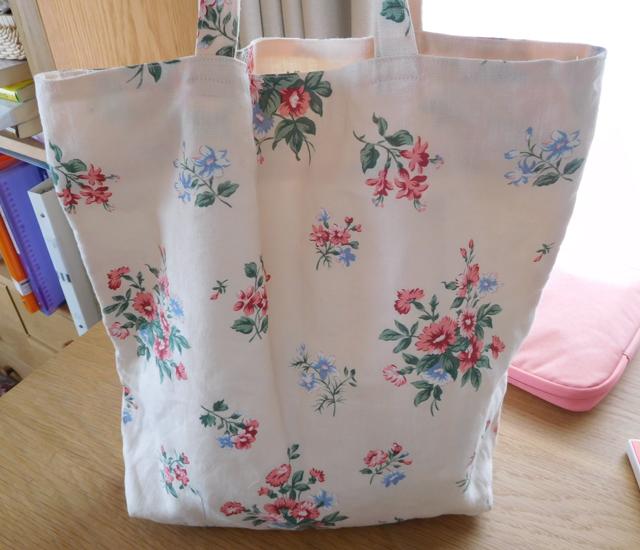 リネンの花柄バッグ